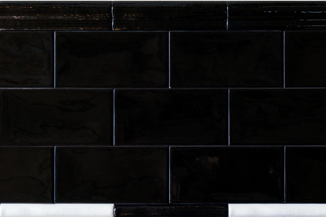 Metro Fliese schwarz gewellt 7 5x15 Fliesen
