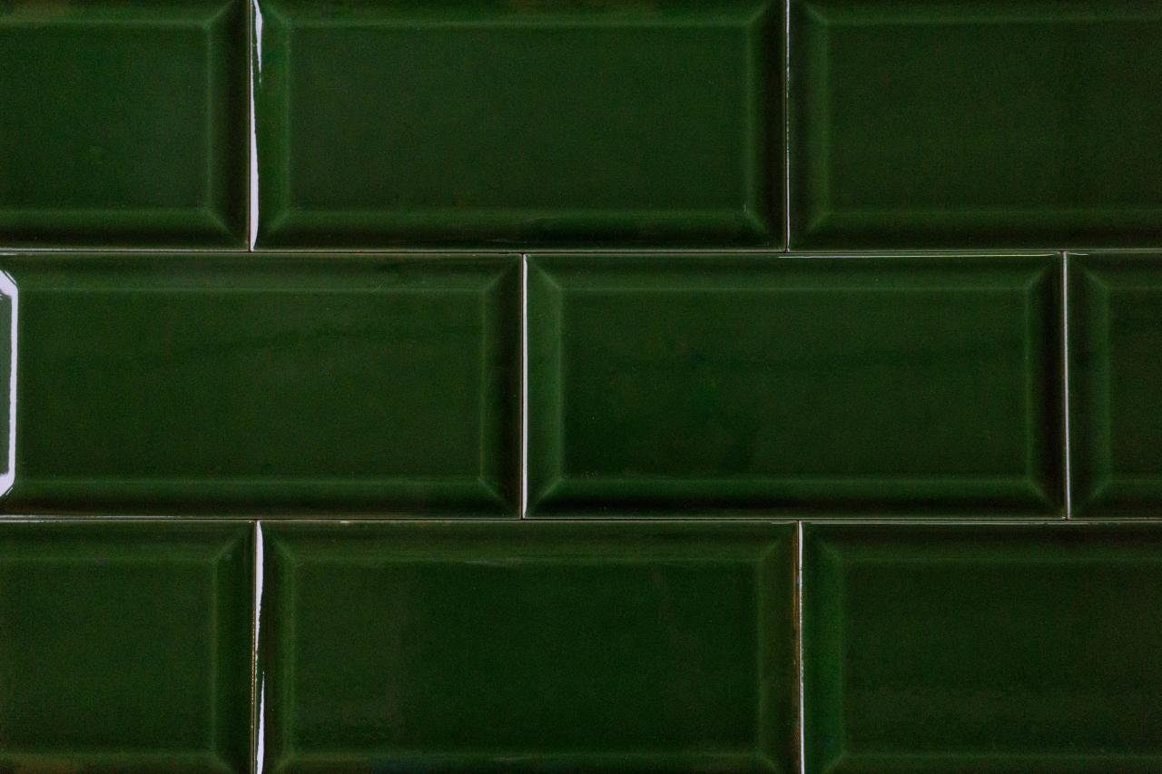 rechteckige Metrofliesen in der Farbe grün