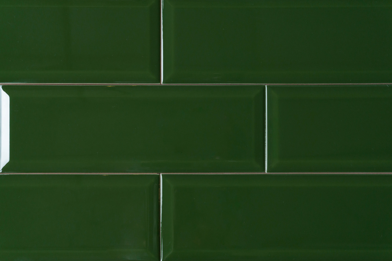 Metro Fliese grün 10x30 BX Fliesen