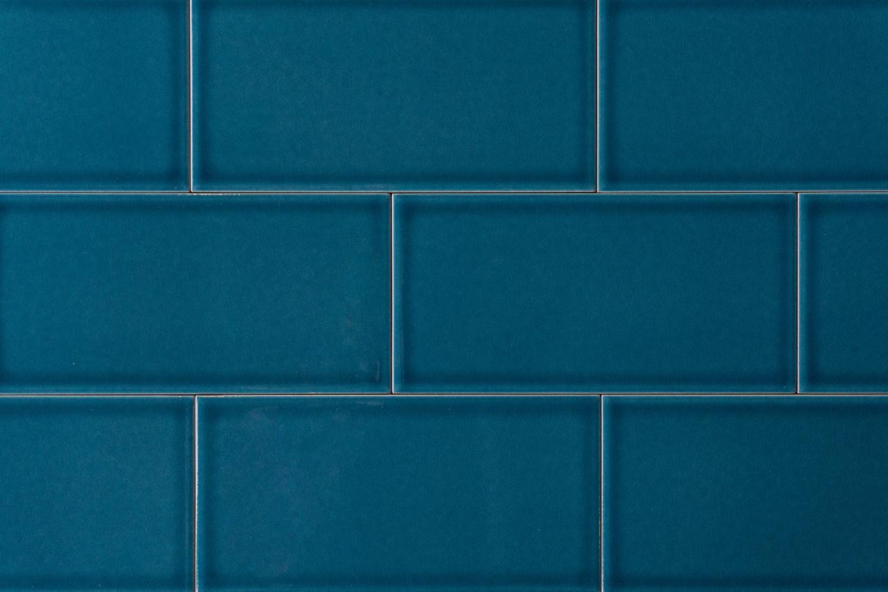 Metro-Fliese mit glatter Oberfläche in der Farbe Petrol