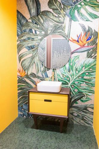 bunt gestaltetes Badezimmer