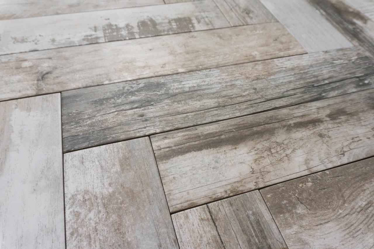 Bodenfliese Holzoptik grau 9 9x49 2 Fliesen