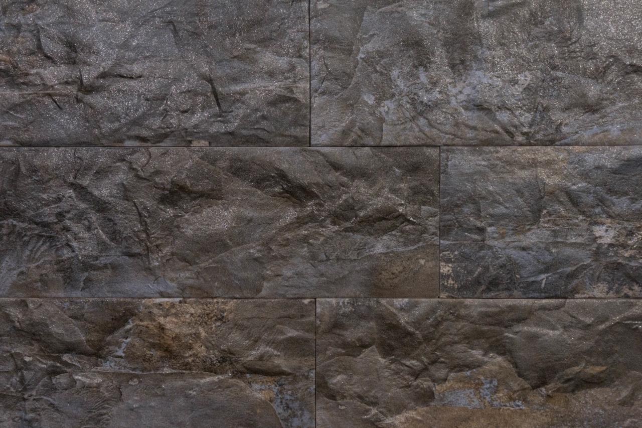 Wandfliesen in Steinoptik versetzt verlegt